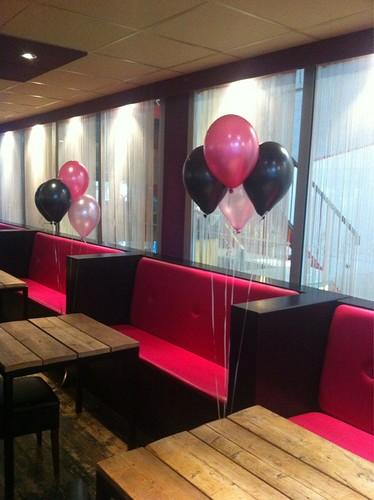Tafeldecoratie 4ballonnen Mini Mouse, Roze, Zwart en Fuchsia