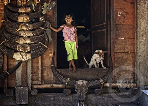 a doorstep-Sumba_201113353B