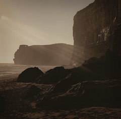 light rays ({JO}) Tags: ocean sea beach sand rocks cliffs coastal twelveapostles lateafternoon gibsonsteps magicallight roadtripwithsue