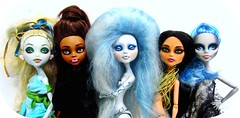 Erregiros Monster Team (Blythemaniaco) Tags: blue school cloud make up fashion monster out de high wolf doll moda nile custom cleo mh mattel loba picnik cleopatra mueca nenfar girld lagoona erregiro yelps ghoulia clawdeen engendrulia