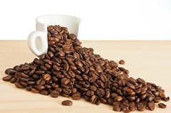 3/52 More coffe please... (Xisco Bibiloni) Tags: coffee cafe nikon flash nikkor softbox reflector 2012 iluminacion week3 2470mm d90 strobist yongnuo yn560 522012 52weeksthe2012edition 52project2012 weekofjanuary15