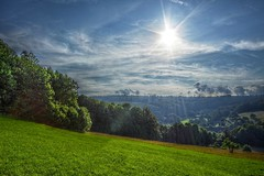 Sonne ber Langenaubach [explored] (Sebastian.Schneider) Tags: trees sky sun nature backlight clouds forest germany landscape deutschland scenery hessen country natur wiese himmel wolken scene explore land sunburst landschaft sonne wald bume hdr highdynamicrange hdri gegenlicht sunstar mittelgebirge tonemapped tonemapping ldk explored haiger entdecken highdynamicrangeimage langenaubach lahndillkreis qtpfsgui sonnenstern lahndill luminancehdr