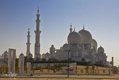 Sheikh Zayed Mosque (smrafiq) Tags: travel white building art history beautiful beauty architecture canon landscape dubai muslim tomb uae middleeast mosque east emirates zayed abudhabi historical middle development sheikh unitedarabemirates tombs islamic  tallest   60d  smrafiq sheikhzayedmosque almaqtaa   gettyimagesmiddleeast