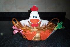 Centro de mesa-Fazendinha (Doces Mimos - Arte em feltro) Tags: galinha animais fazenda cestinha
