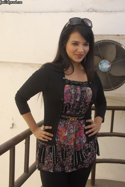 Saloni-Photoshoot-Pics-Justttollywood.com_15