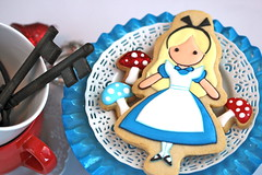 Alice in Wonderland Cookie (sweetopia*) Tags: cookies decoratedcookies aliceinwonderlandcookie alicetheme