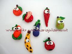 Hoje é dia de feira!! (Alane • maria julia biscuit) Tags: frutas julia maria biscuit ima ímã frutinhas