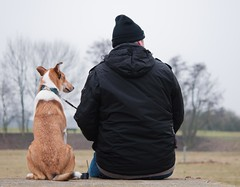 Freunde (sduesterhus) Tags: dog man nikon friend hund freund mensch d5000 alterflugplatzebonames