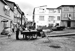 .3.6.9. (la_imagen) Tags: people bw turkey blackwhite trkiye istanbul menschen trkei sw schwarzweiss insan turqua balat beyazsiyah