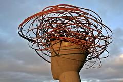 Pensativo (ferrvic) Tags: madrid parque escultura estatua acero hormign parquelinealdelmanzanares