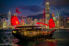 Hongkong, Junk, Victoria Harbour (Khun Hans Photography) Tags: china leica red cloud sun water port hongkong sailing harbour ships sail nightphoto junkships coppercloudsilvernsun