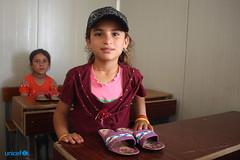 Eada, con un paio di scarpe estive appena ricevute (unicefitalia) Tags: siria emergenza nowruz istruzione emergenzeumanitarie