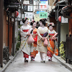 geisha / japan / maiko / people / kyoto / girl / makeup / street / photography / canon 7d / walking (momoyama) Tags: street city travel winter portrait people urban woman flower colour girl beautiful beauty smile sign japan canon walking happy japanese photo costume women kyoto asia path traditional picture culture 85mm maiko geiko geisha 7d   kimono  pontocho