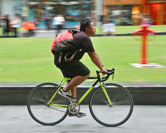 Singapore courier (jeremyhughes) Tags: motion blur green bike bicycle speed movement nikon singapore cyclist riding singlespeed messenger nikkor courier panning rider messengerbag rafflesplace bikemessenger courierbag greenbike 18200mm d40 bikecourier