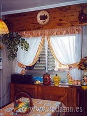 """Cortinas recogidas con abrazaderas y volantitos en cocina • <a style=""""font-size:0.8em;"""" href=""""http://www.flickr.com/photos/67662386@N08/6476382953/"""" target=""""_blank"""">View on Flickr</a>"""
