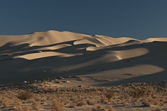 Curvaceous (Eureka Dunes)  - 2 (debunix) Tags: desert deathvalleynationalpark eurekadunes
