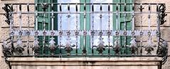 Barcelona - Gran de Grcia 135 i (Arnim Schulz) Tags: barcelona espaa art texture textura architecture fence liberty reja spain arquitectura iron arte kunst catalonia artnouveau castiron gaud architektur catalunya grille deco zaun espagne muster modernismo forged lattice catalua spanien modernisme fer valla gitter jugendstil wrought ferro eisen deko hierro dekoration decoracin espanya katalonien stilefloreale textur belleepoque baukunst gusseisen schmiedeeisen ferronnerie forjado forg ferdefonte