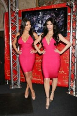 Kim Kardashian en compagnie de son mannequin de cire