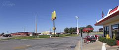 Changing of the McDonald's Sign in Vinita, OK Kenny Be flickr (kennybe.denver) Tags: oklahoma parkinglot mcdonalds vinita changingsigns