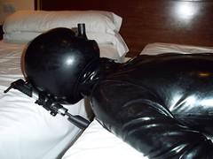 Fotos LaÌtex 012 (dlatexo) Tags: rubber latex catsuit enclosure ballhood