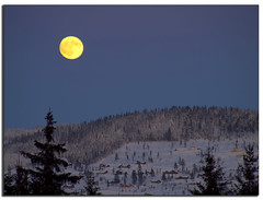Trysil 2012 Full moon [EXPLORE FRONT PAGE] (H-L-Andersen) Tags: winter mountain snow ski cold norway raw freezing fullmoon explore moonrise fp e30 trysil explored explorefrontpage cs5 hlandersen