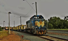 Works train at Bacchus Marsh (Rodney S300) Tags: bacchusmarsh t369 cfcla