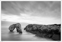 El Castro (Roberto Graa) Tags: longexposure sea blackandwhite cliff seascape blancoynegro marina mar asturias paisaje islet llanes acantilado islote largaexposicion hontoria eos40d castrodelasgaviotas