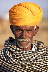 Desert Warior (Clandestino) Tags: portrait india man face fair camel turban pushkar rajasthan mela herder