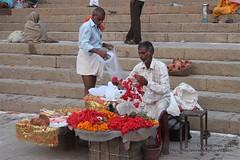 Vendedor de flores, Varanasi (Sociedad Geográfica de las Indias) Tags: travel viaje india flower asia flor offering varanasi ganga ganges ofrenda ghats benarés sociedadgeográficadelasindias
