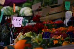 Colori della frutta (Mattia Virtuani) Tags: city light people apple water work square milano sunday chilling inside around duomo mercato pere mele naviglio