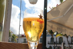 Relaxing in Puerto de Morgan (Benjamin Henkelmann) Tags: summer sun beer yellow puerto sommer gran bier hafen canaria ersella