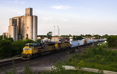 Splitting Tuscola (Jackson Vandeventer) Tags: railroad up rural train photography evening illinois track power outdoor dusk tracks rail railway trains il rails unionpacific locomotive horn railfan freight westbound railroads southbound manifest emd tuscola railfanning ac4400cw mixedfreight mprpb k5lla panasubdivision stlouisserviceunit