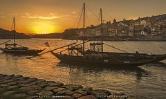Oporto. Puesta de sol a orillas del ro Duero. // Port. Sunset along the Douro River. (ANDROS images) Tags: pictures light sunset naturaleza color luz portugal interesting photos places images photographs fotos lugares lightreflection andros oporto interesante fotografas miradas pasin tonos throughthelens colortones viviendo loveofnature living roduero carefortheearth nuestro fotoandros androsphoto androsimages androsphoto fotoandros sitiosespeciales franciscodomnguez naturalezaviva amoralanaturaleza imgenesdenuestromundo slotenemosunatierra planetatierra amarlatierra cuidemoslatierra portierrasespaolas unahermosatierra reflejosdeluz pasinporlafotografa atravsdelobjetivo elmundoenimgenes photoandrosplaces placesspecialsites differentnaturelivingnature imagesofourworld weonlyhaveoneearthplanetearth foracleanworldlovetheearth onspanishterritoryourworld abeautifulearth passionforphotographylooks theworldinpicturesnikon nikon7000 grupodemontaairis franciscodomnguezrodriguez