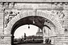 Scooter riders on Pont Bir-Hakeim, Paris (josefrancisco.salgado) Tags: bridge bw paris france blancoynegro monochrome puente blackwhite nikon europa europe ledefrance eiffeltower eiffel toureiffel torreeiffel grayscale nikkor fr pontbirhakeim d4 2470mmf28g
