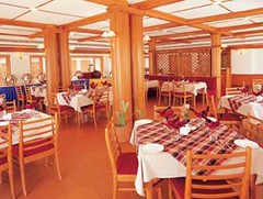 Restaurant (Travelive) Tags: india monument delhi tajmahal palace exotic pools celebrities fountains ambassador comfort princes royalty hospitality emperor lawns coconuttrees statesmen presidentialsuite amenities luxuryvacations indiahotels delhihotels luxuryhoneymoons graceandcharm tajclub moorishmughalarchitecture backwaterrippleskumarakom