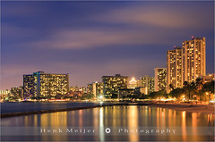 Waikiki Beach - Honolulu - Oahu - Hawaii (~ Floydian ~ ) Tags: city blue light sunset red vacation usa tourism beach clouds america canon landscape dawn lights hawaii glow view purple waikiki oahu dusk romance capitol honolulu bluehour waikikibeach viewpoint meijer henk eveninglight movingclouds holdiday floydian proframe proframephotography canoneos1dsmarkiii henkmeijer