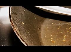 177/365 SiMPLe (CatuRRiNa d-.-b) Tags: chile santiago detalle detail macro art kitchen project photography catalina photo nikon foto arte cotidiano explore cocina aceite 365 abstracto vega mundane diciembre proyecto acero fotografa vergara abstraccin encuadre 2011 sartn fragmento tefln cotidiane