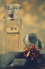 ..   (ABOORY ) Tags: paris nikon perfume chanel n5    mm105 aboory