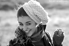 parce que je saisis un instant magique (Fana) Tags: winter sea portrait love beach nature beauty vent soleil friend hiver femme amour libert skate fille sourire plage froid joie amiti