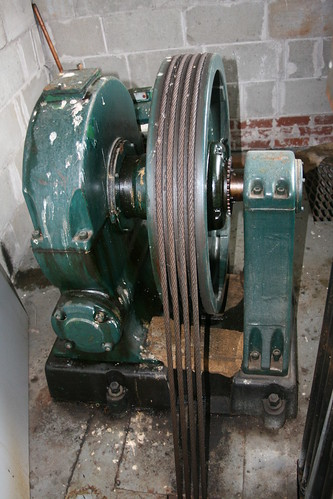 Elevator geared traction sheave and ropes