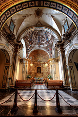 CHAPEL (JLuisOrtn (**Running Slow**)) Tags: sculpture espaa color colour vertical gold golden spain europa europe icons esculturas chapel altar escultura alicante dome benches sculptures gettyimages dorado oro iconos capilla cpula tallas josortn bancosdemaderawoodenbenches