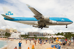 KLM PH-BFN @ SXM (georgetravels) Tags: airplane aircraft airline boeing stmaarten 747 sxm jumbo lowapproach