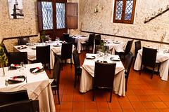 26122011-IMG_6493.jpg (godzillante|photochopper) Tags: table place napkin tavolo ristorante interno posto tovagliolo tavoli serrasanbruno zenzero