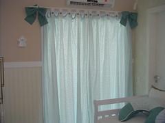 Decorao quarto Heloisa (reivagomes) Tags: cortina passarinho patchwork decorao pssaros almofada flordetecido quartodebeb almofadadeamamentao kitbero camadebab caixaforrada quadroemresina