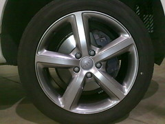 """Audi Q7 gunmetal base with spokes and lip in super silver • <a style=""""font-size:0.8em;"""" href=""""http://www.flickr.com/photos/75836697@N06/6811068515/"""" target=""""_blank"""">View on Flickr</a>"""