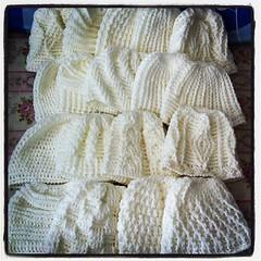 หมวกถักไหมพรม เตรียมไปถวายแม่ชีที่อุดรโดย ด.ช.ต้น ใครอยากได้ไปทำบุญถวายพระ/แม่ชี สั่งทำได้นะคะ #knitting #handmade