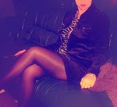Ma femme chez un voisin (photophil16) Tags: sexy noir femme mini jupe velour viol salope voisin tailleur