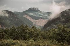 Bismantova (Ozma87) Tags: mountain landscape ne emilia tosco pietra montagna paesaggio emiliano monti appennino reggio alighieri bismantova castelnovo