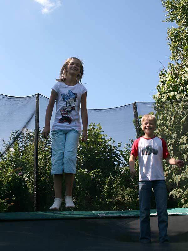 Ferienhof Laux - Kinder auf dem Trampolin