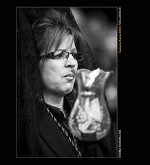 Mohn (Chema Concellon) Tags: portrait blackandwhite espaa woman blancoynegro easter mujer spain europa europe candle dof retrato llama valladolid flame desenfoque ritual vela cristal 2009 cultura rostro semanasanta tulipa manola tradicin castilla celebracin cofrade mantilla penitente procesin rito hollyweek juevessanto castillaylen costumbre religin peineta robado devocin cofrada chemaconcelln devota desenfoqueselectivo hachn penitenciaycaridad mohn preciossimasangredenuestroseorjesucristo